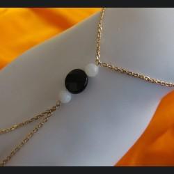 parure de main plaqué or onyx et pierre de lune