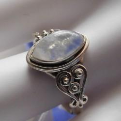 Bague pierre de lune bleuté en argent massif filigrane